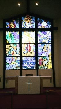 A link to the large view of the stain glass window at St Peter the Fisherman Lutheran Church.  Copyright 1986